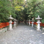 Entrance path to Kishu Toshogu Shrine
