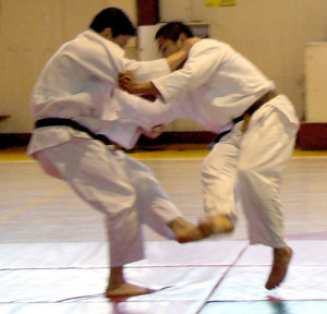 512px-Judo_foot_sweep_-_cropped